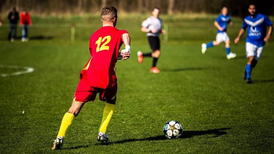 """הצעת ערך"" משחק כדורגל|צילום: pixabay.com"
