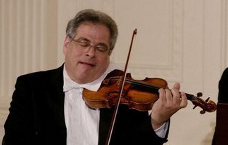 כנר בינלאומי, מנצח, מורה למוזיקה וחתן 16 פרסי גראמי. יצחק פרלמן| צילום: שילה קרייגהד, מתוך וויקיפדיה