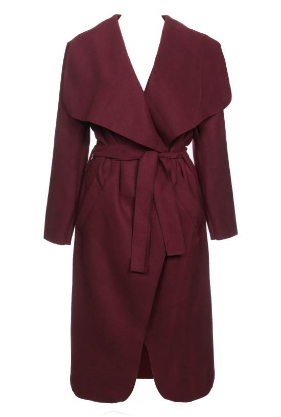 מעיל בצבע יין. טלי אימבר|צילום: ניר יפה