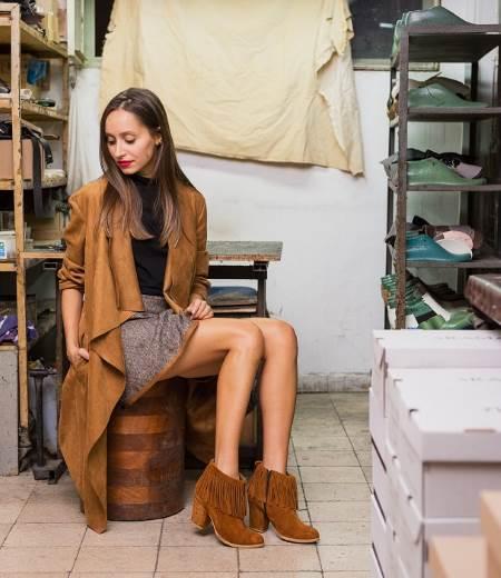 מגפיים בי יוניק. יאנה חייטוביץ צילום: גלעד בר שלו