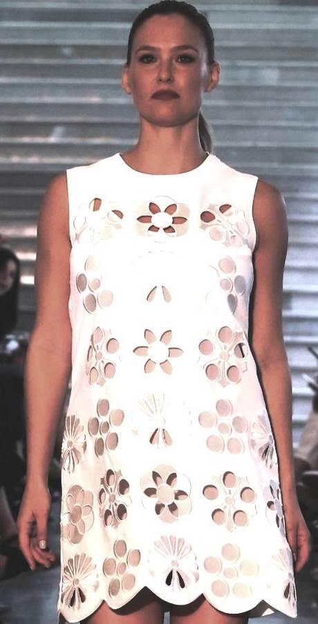 שמלת סליפ לבנה. פקטורי 54|צילום: אבי ולדמן