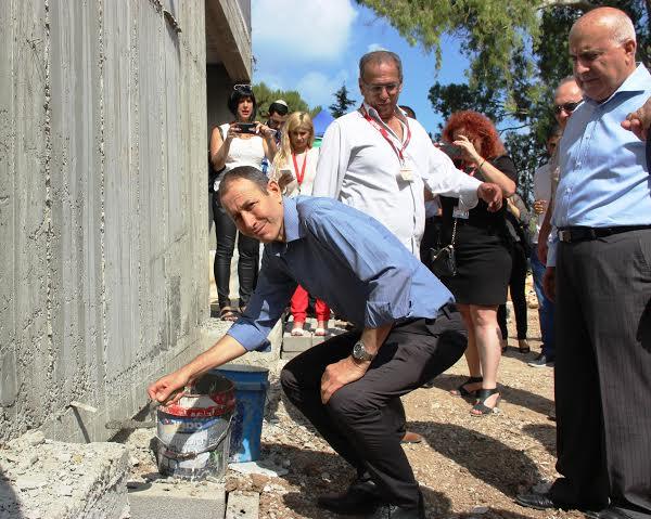 שמעון לנקרי בהנחת אבן הפינה צילום: עיריית עכו