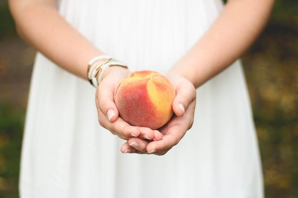 בחרו בשבוע של פסח לשחרר לחופשי את הגוף שלכם מפחמימות מורכבות. איכלו פירות. אפרסק שכולו גאווה | צילום: www.pixabay.com