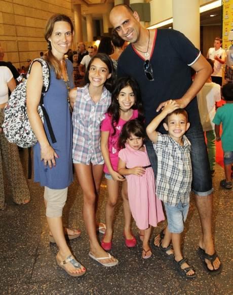 """ליאור חלפון והמשפחה בבילוי בלגו-פאן צילום: יח""""צ"""