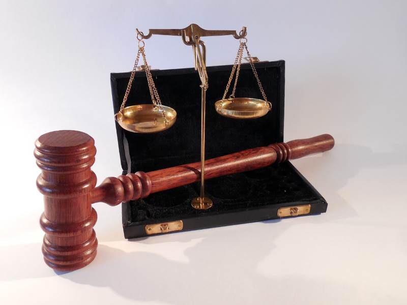 מחכים לעליון. בית משפט|צילום: אתר pixabay.com