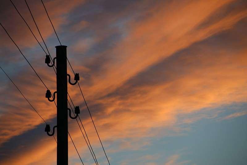 """""""בזק התעלמה באופן מודע מתוצאותיו של מעשה רשלני"""". עמוד טלפון צילום אילוסטרציה: אתר pixabay.com"""