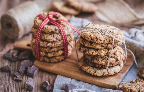 עוגיות גרנולה במילוי שוקולד
